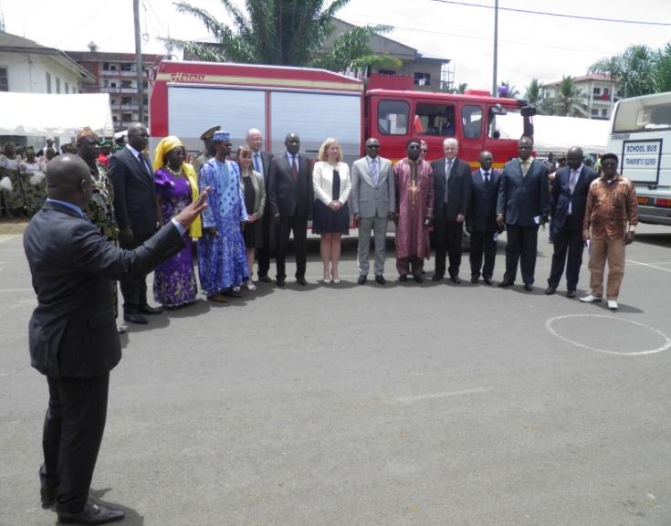 Présentation officielle du fourgon pompe du SDIS 68 et des bus de la TRACE par M. Monjimba Motanga