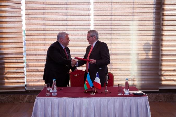 Signature d'une charte d'amitié et de coopération avec Shéki en Azerbaidjan (à Shéki)