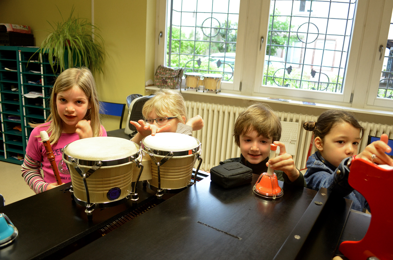Des enfants avec des instruments au conservatoire de Colmar