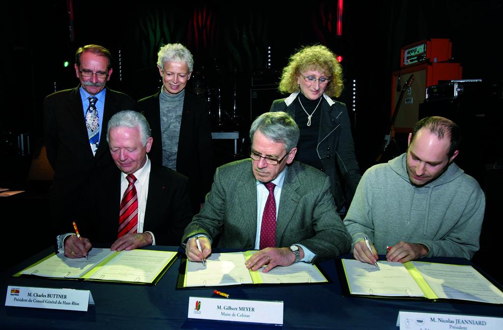 Signature de la convention du projet culturel du crma en décembre 2009