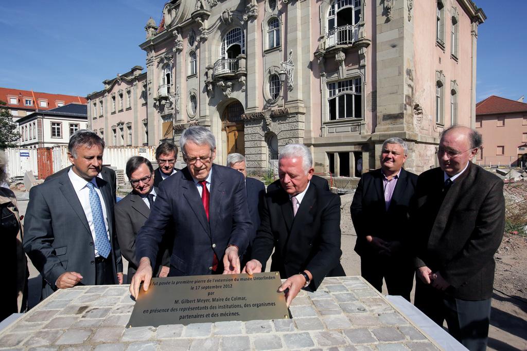 Pose de la première pierre et scellement de la plaque commémorative