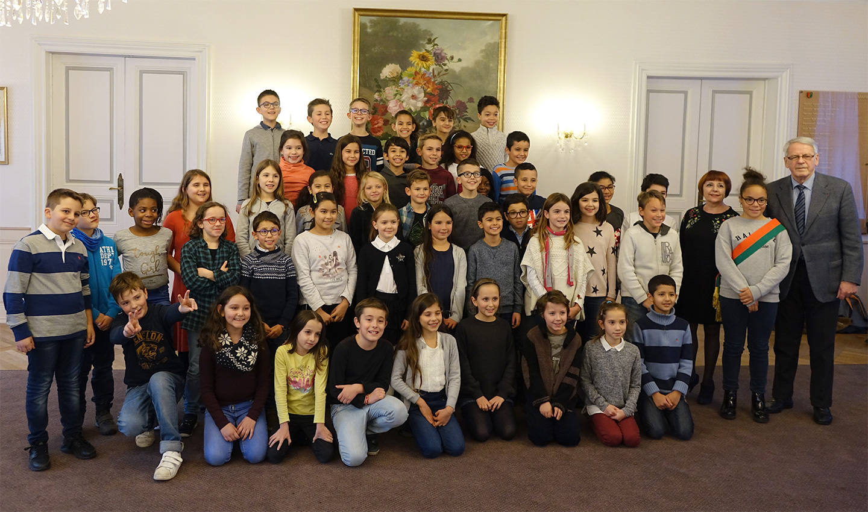 Photo de groupe des membres du conseil municipal des enfants 2017-2019
