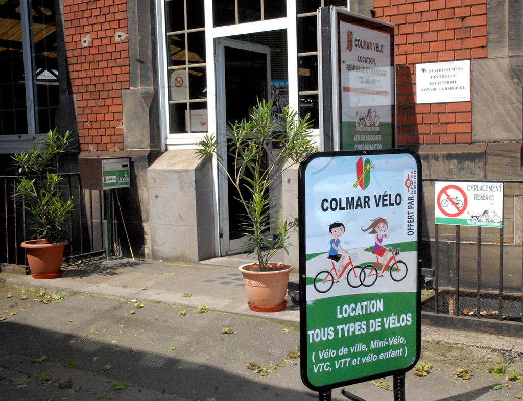 L'entrée de Colmar Vélo, place de la Gare