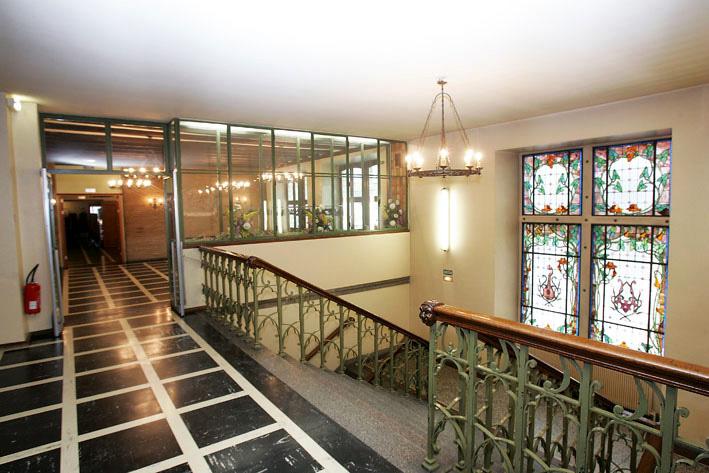 Haut de l'escalier au 1er étage aux Catherinettes