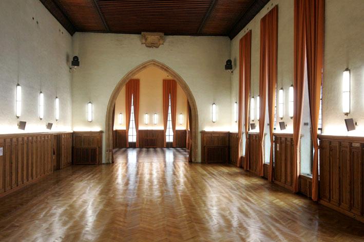 Salle avant, côté fenêtres, aux Catherinettes