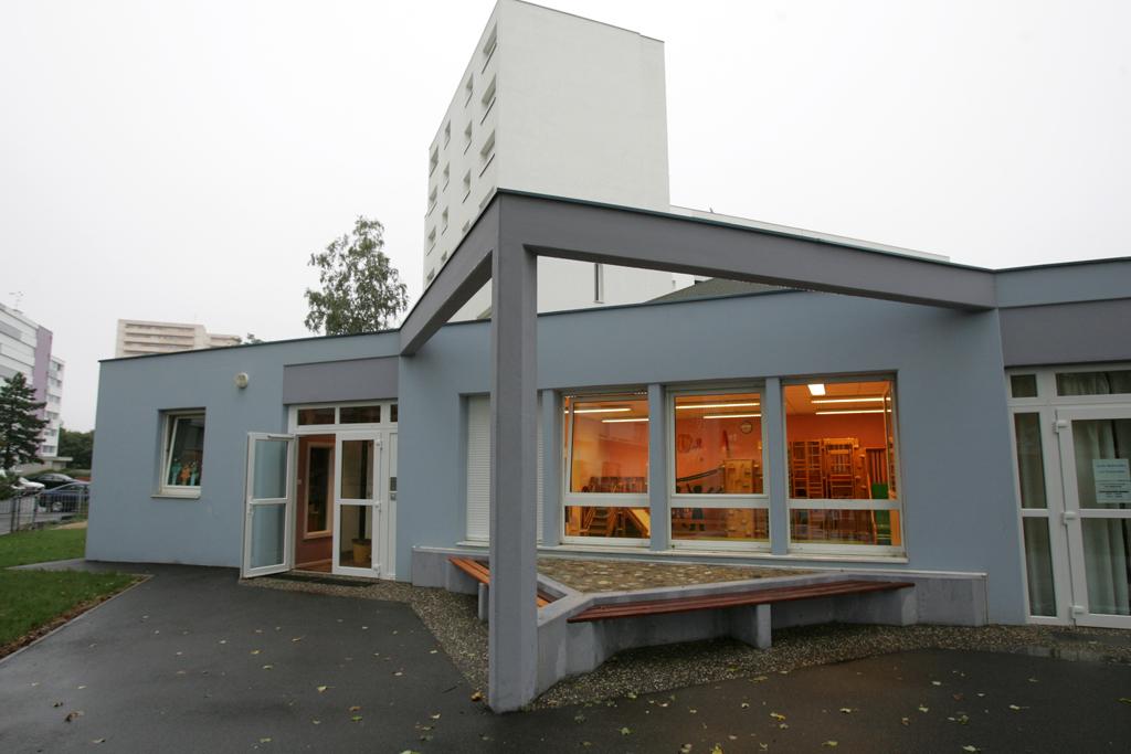 La halte-garderie Les Loupiots - vue extérieure de l'entrée